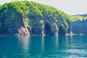 沿著海岸形成的美麗石塊