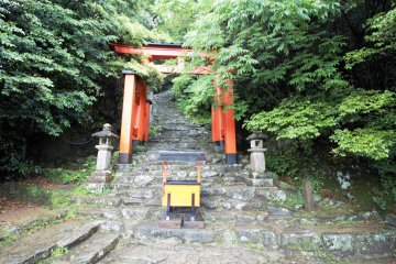 Start of the stone steps leading to Kamikura-jinja Shrine Shrine