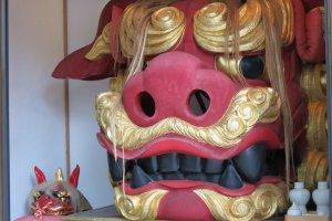 700kg of lioness' head at Namiyoke Inari Jinja in Tsukiji