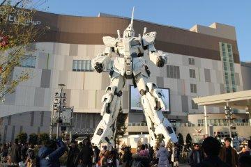 The absolutely massive Gundam statue in Odaiba