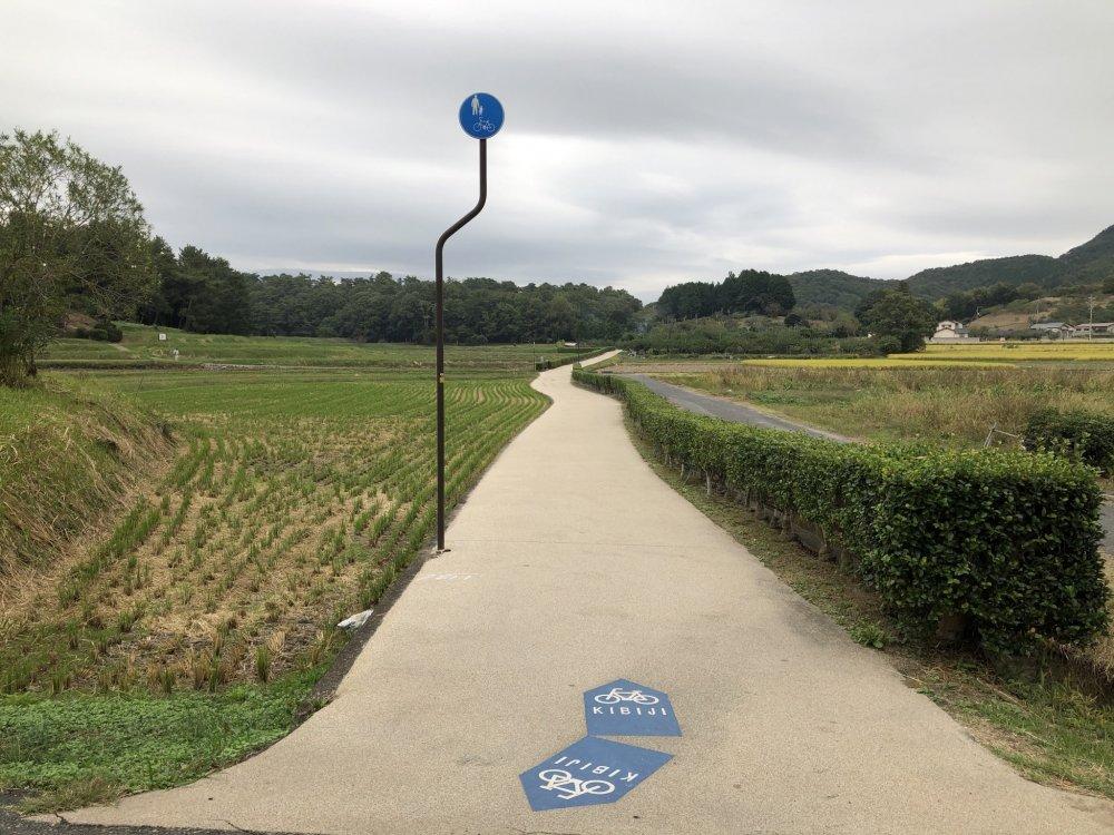 Le piste cyclable un peu avant la pagode