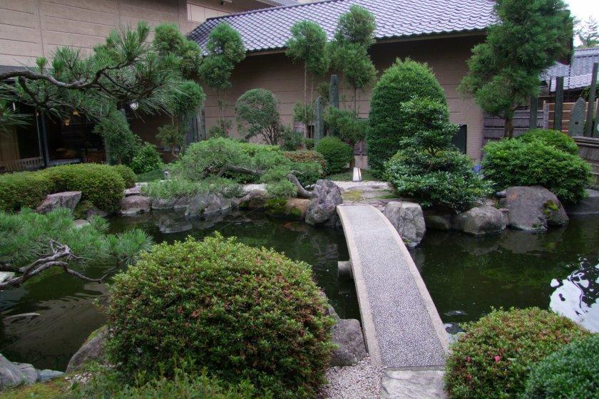 Hotel Yagi\'s lovely Japanese garden