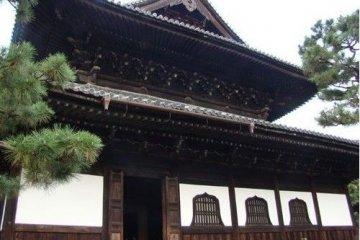 清晨的建仁寺法堂