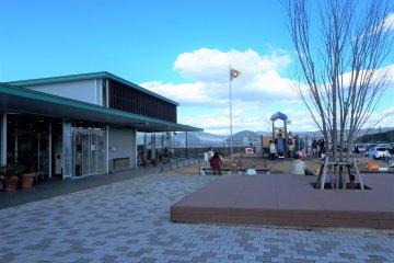 Open-design entrance