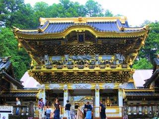 The luxurious Yomei-mon Gate