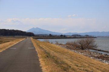水平線上的筑波山