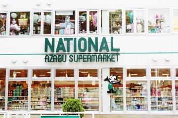 <p>El supermercado National Azabu ofrece productos de todas partes del mundo. &iquest;Te falta aderezo, coco, una gaseosa Dr. Pepper? Este es EL lugar.</p>