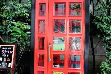 <p>Hay varias casetas telef&oacute;nicas lindas cerca del hotel</p>