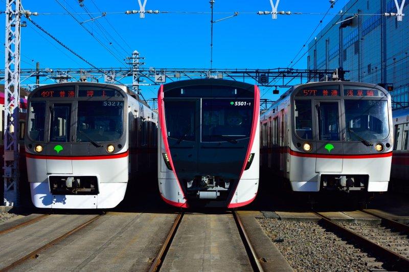 Toei Asakusa Line trains