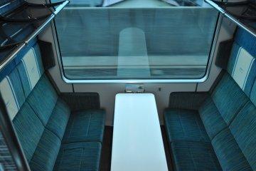Shimakaze train: salon seats