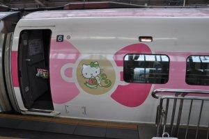 Hello Kitty Shinkansen: side