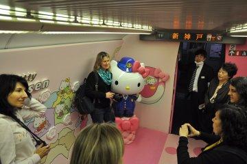 Hello Kitty Shinkansen: photo opportunities inside