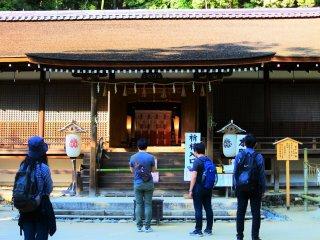 鎌倉時代創建の「拝殿」