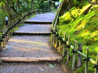 栄螺山へ続く階段