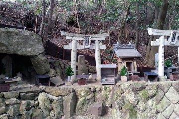 Small shrine on the trail up to Shigisan Castle