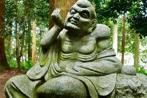 Uma das interessantes estátuas de Rakan