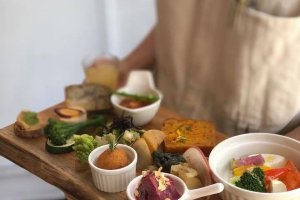 The colorful vegan antipasto plate