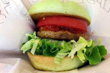 Зеленый бургер из растительных ингредиентов