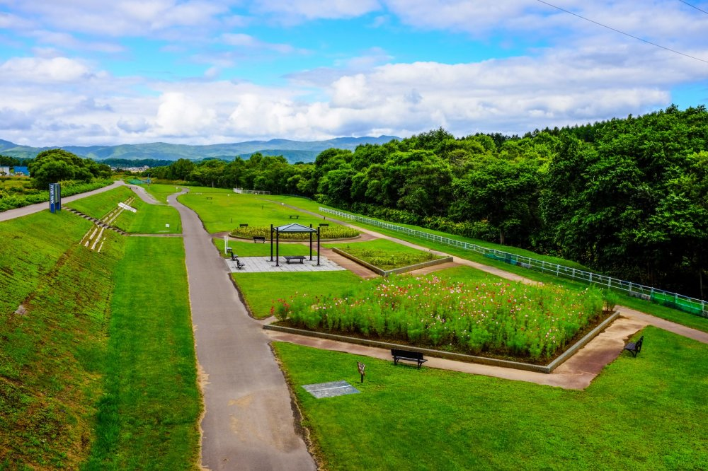 The immaculately maintained gardens give the park a nice, refreshing and peaceful feeling