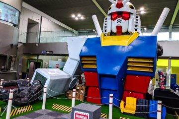 Central giant Gundam
