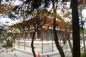 Le temple à l'approche de l'automne