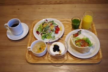 <p>Serve yourself with a full healthy green breakfast</p>