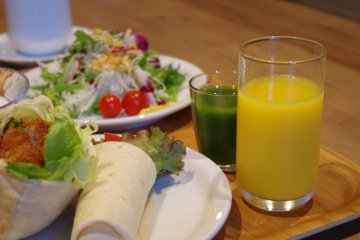 <p>Green smoothies and fresh fruit juice&nbsp;at Hotel Anteroom Kyoto</p>