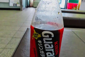 Hokkaido Guarana Wild Berries soft drink