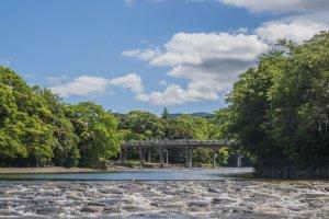 Isuzu River with the Ujibashi Bridge in the background