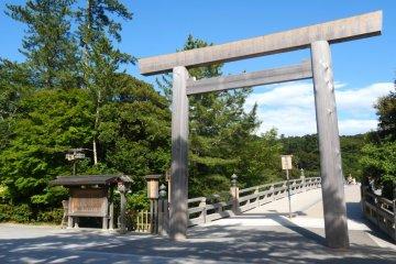 Ujibashi Bridge torii
