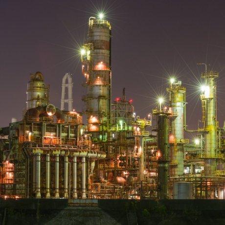 Pemandangan Malam di Area Industri
