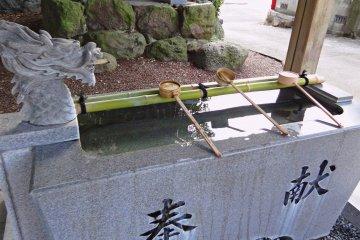 Посещение японских храмов: обычай мыть руки