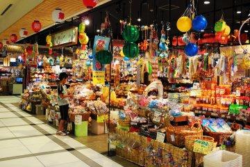 역내 시장에는 전업주부들이 즐겨 찾는 상점이 있다