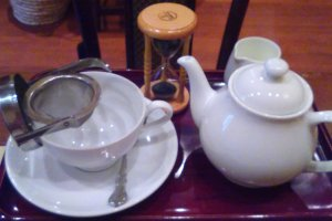 Tea timer and strainer for the perfect cup of tea at Kocha Romansho Shimano
