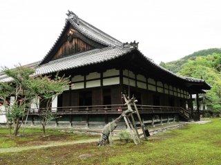 The front of Shoren-in temple