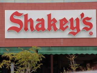 Once in the Navel Kadena shopping center, look for the building with the Shakey' sign on the exterior