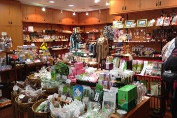 <p>ร้านขายของฝากเอนิชิซูกุ</p>