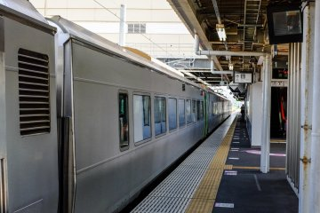 Transfer to the Ou Main line for trains to Aomori Station