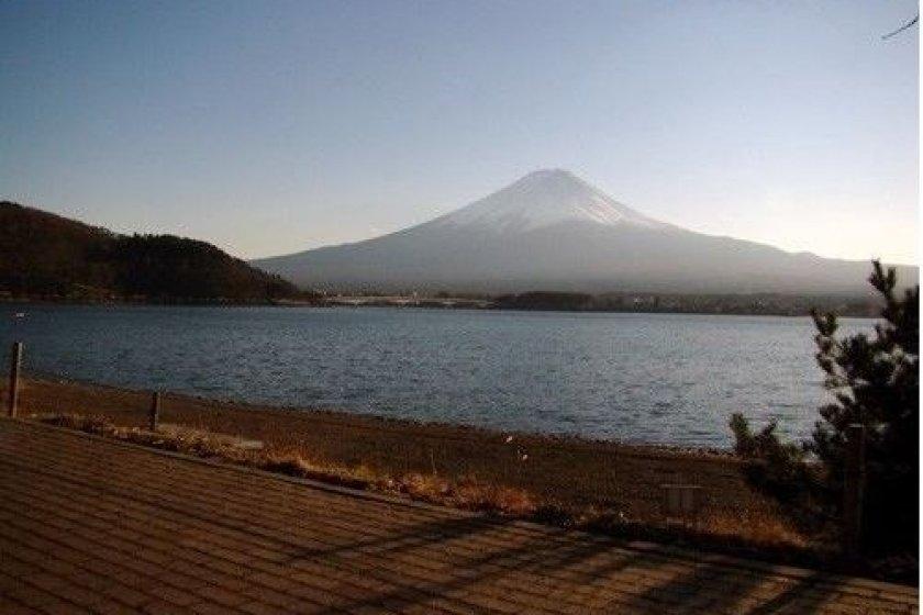 夕阳西下时的富士美景