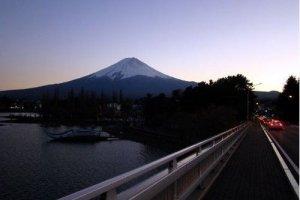 美丽的富士夜景