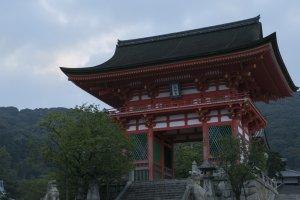 Dawn breaks over the temple's gate at Kiyomizu Kyoto