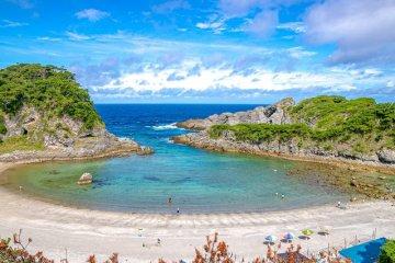 Shikinejima's beautiful laguna beach