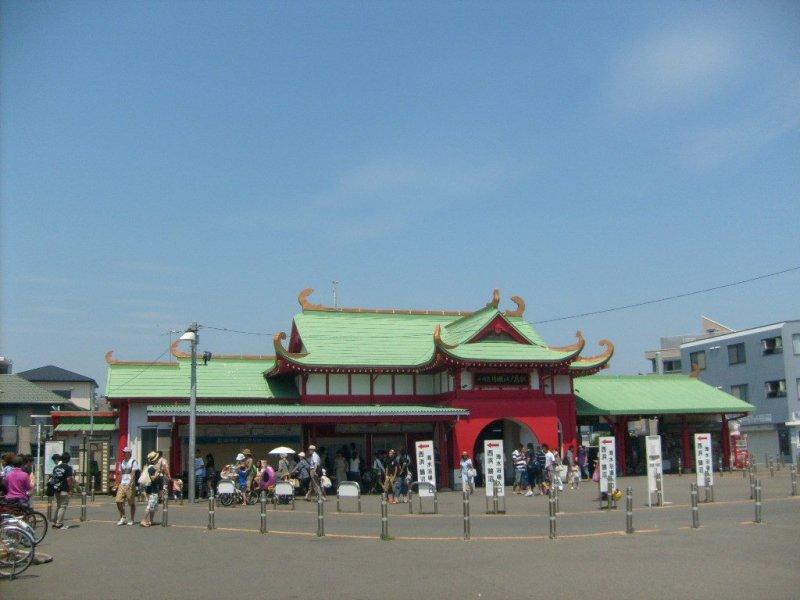 Katase-Enoshima station, terminus of the Odakyu line