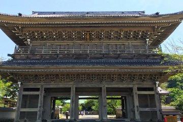 Komyo-ji's impressive gate