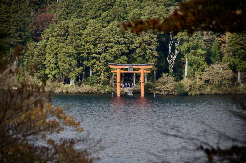 Famous photo spot at the lake front below the Hakone Shrine