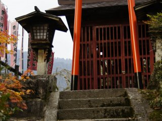 A small torii at the Nakasendo hiking trail in rural Japan