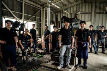 The team of artisans at Ryusen Hamono