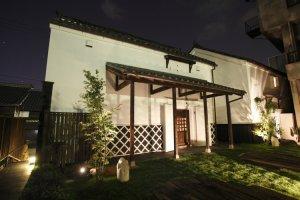 Romantic, historical Shikemichi by night!