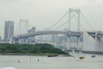 彩虹大桥的倩影