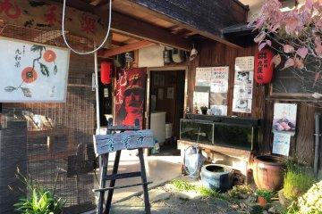 At this restaurant near Kudoyama Station is the sushi-making studio.